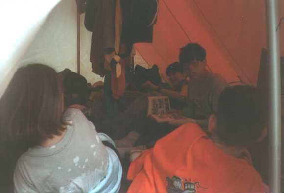 Dans les tentes